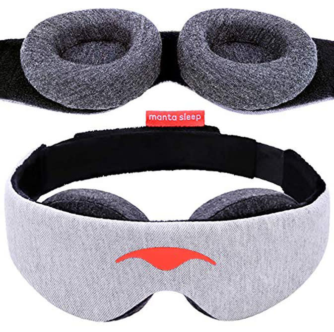 The perfect sleeping mask for light sleepers, travelers and midday nappers. 100% blackout eye mask with adjustable eye cups (Photo: Manta Sleep)