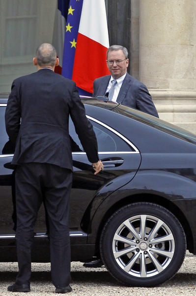 Google executive chairman Eric Schmidt, right, arrives at the Elysee Palace for a meeting with French President Francois Hollande, in Paris, Monday Oct. 29, 2012. (AP Photo/Remy de la Mauviniere)