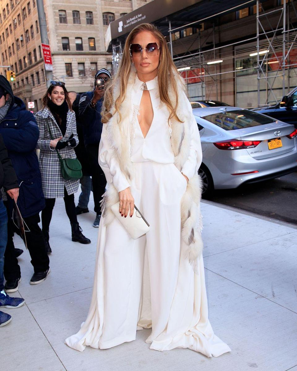 <p>An all-white look for winter in the city.</p>