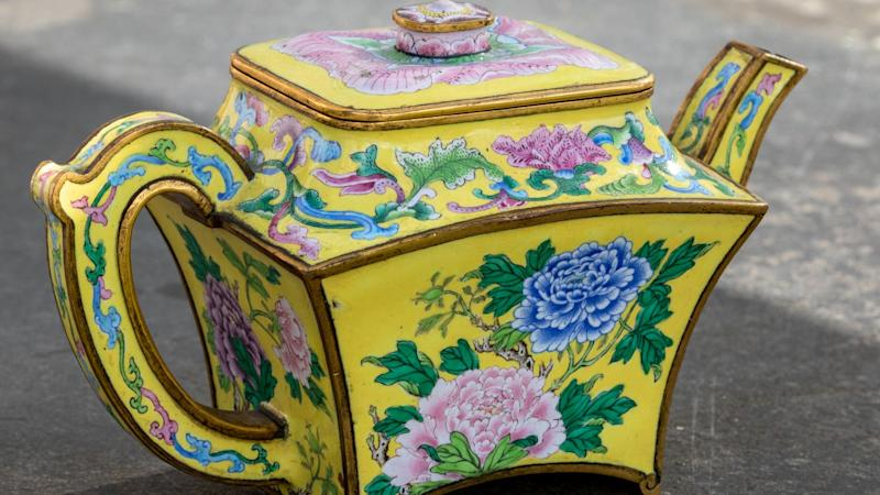 Auctioneers raise estimate on Chinese 'teapot' found during lockdown