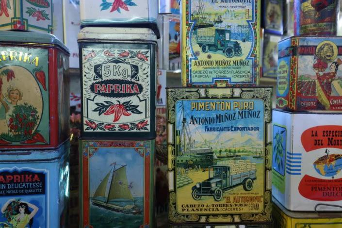 Belgian Dardenne presents her collection of almost 60,000 vintage lithographed tin boxes in Grand-Hallet