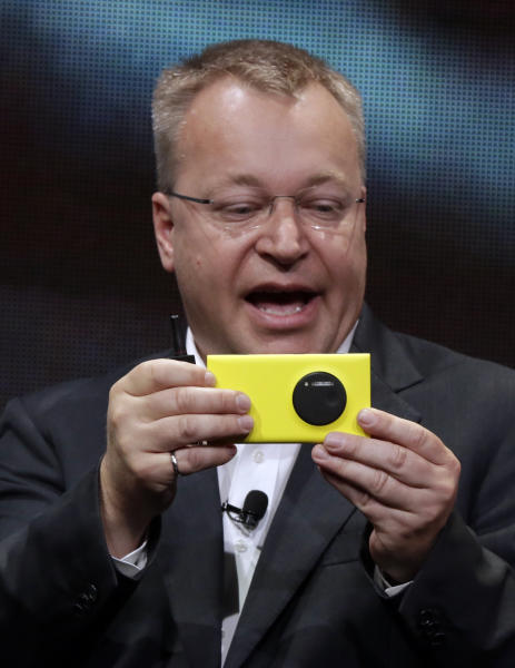 Nokia CEO Stephen Elop shows his company's Nokia Lumia 1020, in New York, Thursday, July 11, 2013. The Nokia Lumia 1020, with a 41-megapixel camera, records more detail than other camera phones and even tops point-and-shoot cameras. (AP Photo/Richard Drew)