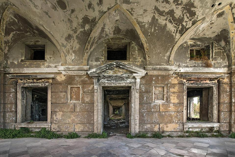 "<p>""I loved the decay in this building, weeds were growing everywhere and the walls had nice texture."" (Photo: Bob Thissen/Caters News) </p>"