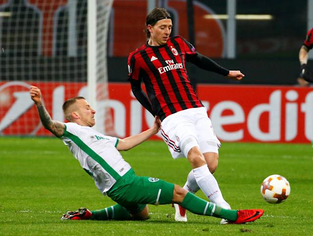 Soccer Football - Europa League Round of 32 Second Leg - AC Milan vs PFC Ludogorets Razgrad - San Siro, Milan, Italy - February 22, 2018 AC Milan's Riccardo Montolivo in action with Ludogorets' Jacek Goralski REUTERS/Tony Gentile