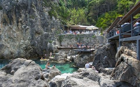 La Grotta is ideal for a refreshing late afternoon swim and snorkel, followed by a locally produced ale or a piña colada