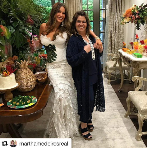 "<p>Vergara struck a pose inside with designer Martha Medeiros: ""Brazil!"" (Photo: <a href=""https://www.instagram.com/p/BUsR1hclDuh/"" rel=""nofollow noopener"" target=""_blank"" data-ylk=""slk:Sofia Vergara via Instagram"" class=""link rapid-noclick-resp"">Sofia Vergara via Instagram</a>) </p>"