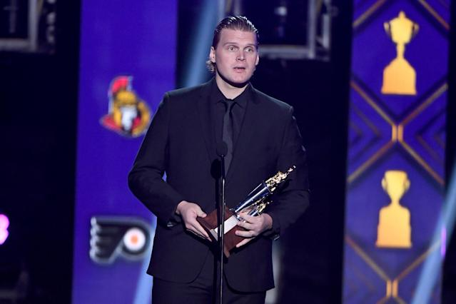 Robin Lehner of the New York Islanders accepts the Bill Masterton Memorial Trophy awarded to the player who best exemplifies the qualities of perseverance, sportsmanship and dedication to hockey during the 2019 NHL Awards. (Photo by Ethan Miller/Getty Images)