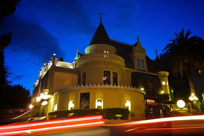 Hollywood's Magic Castle Confirms Death Of Magician Daryl Easton; Body Found On Premises Friday