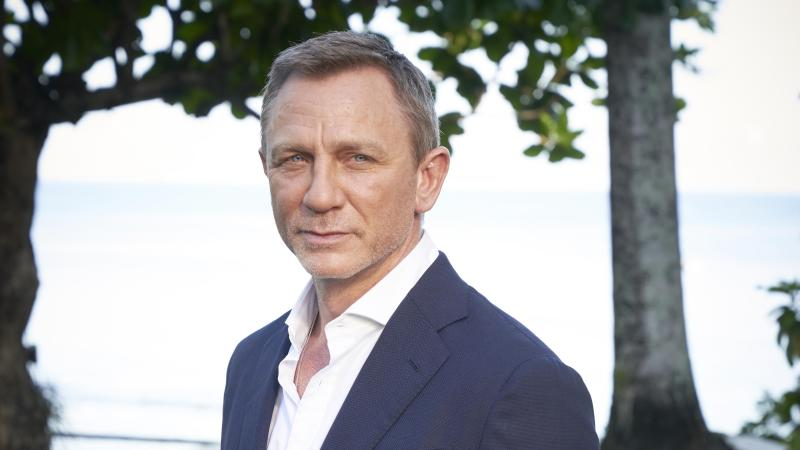 Daniel Craig Returns To Set For New James Bond Film After Injury