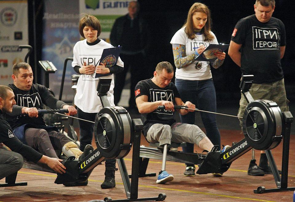 """<p>During the CrossFit Open, all competitors are sent the event parameters on Thursday. The athletes have <a href=""""https://s3.amazonaws.com/crossfitpubliccontent/CrossFitGames_Rulebook.pdf"""" rel=""""nofollow noopener"""" target=""""_blank"""" data-ylk=""""slk:four days to complete the challenge"""" class=""""link rapid-noclick-resp"""">four days to complete the challenge</a> and record and submit their scores online.</p>"""