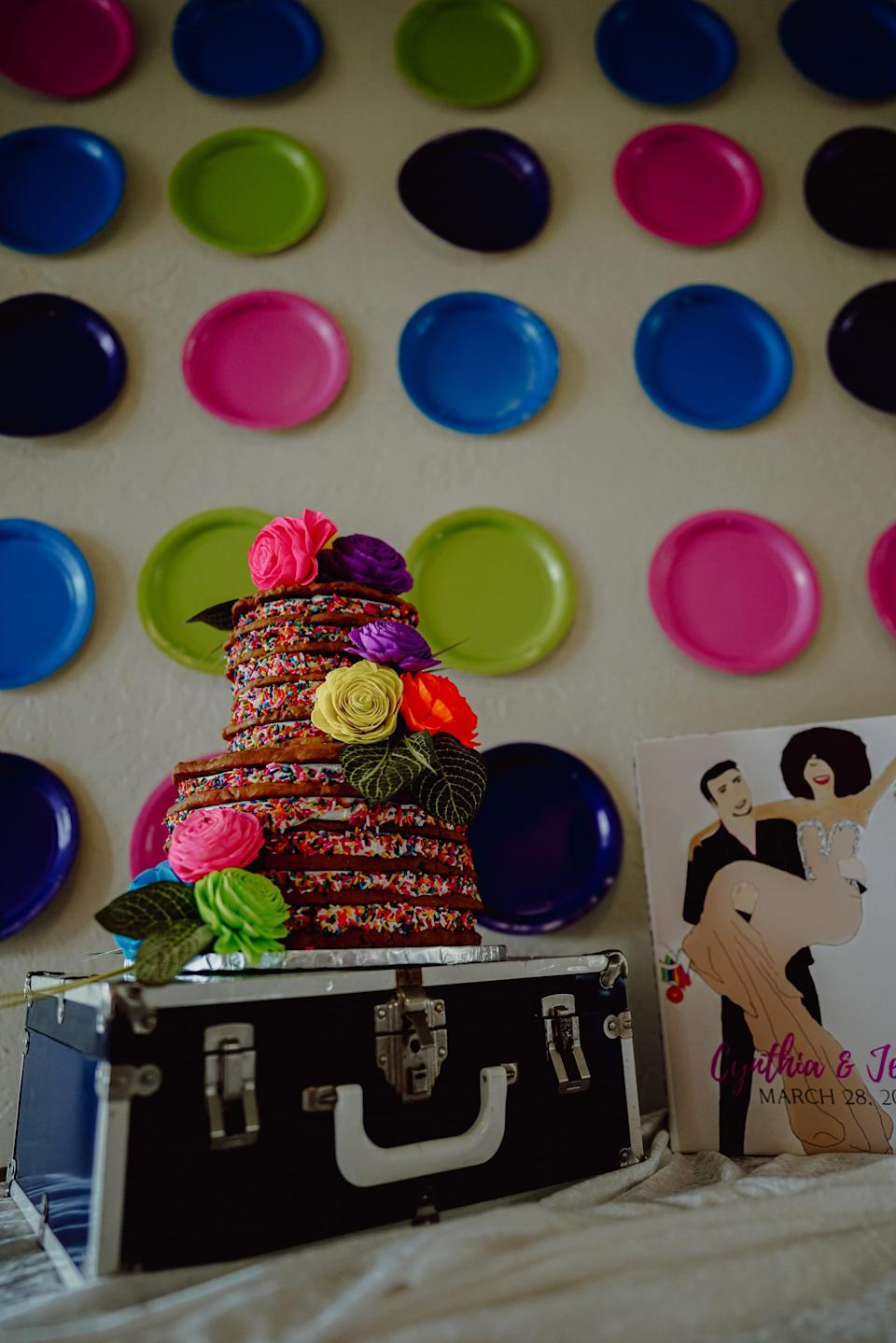 <p>Want to make a really easy photo wall in no time? Just grab some paper plates and glue, and you're ready to go! Stick the plates to a wall, and enjoy a funky and affordable backdrop all night long.</p>