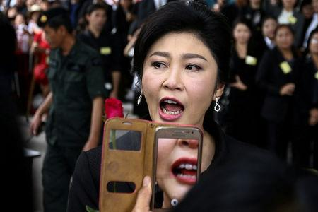 FILE PHOTO: Ousted former Thai prime minister Yingluck Shinawatra greets supporters as she arrives at the Supreme Court in Bangkok, Thailand, July 21, 2017. REUTERS/Athit Perawongmetha/File Photo