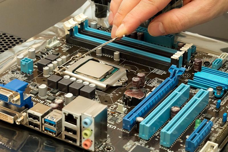 Kết quả hình ảnh cho How to Overclock Your CPU: Intel and AMD steps for beginners