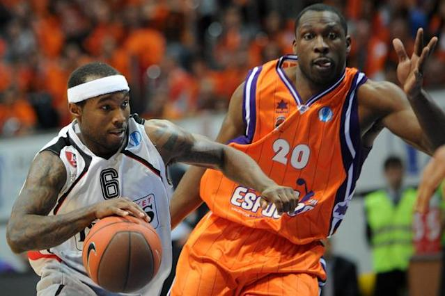 Valencia's Florent Pietrus (R) vies with Vilnius Lietuvos Rytas's Tyrese Rice during an Eurocup semi-final basketball match between Valencia and Lietuvos Rytas in Khimki, outside Moscow, on April 14, 2012. AFP PHOTO / KIRILL KUDRYAVTSEV