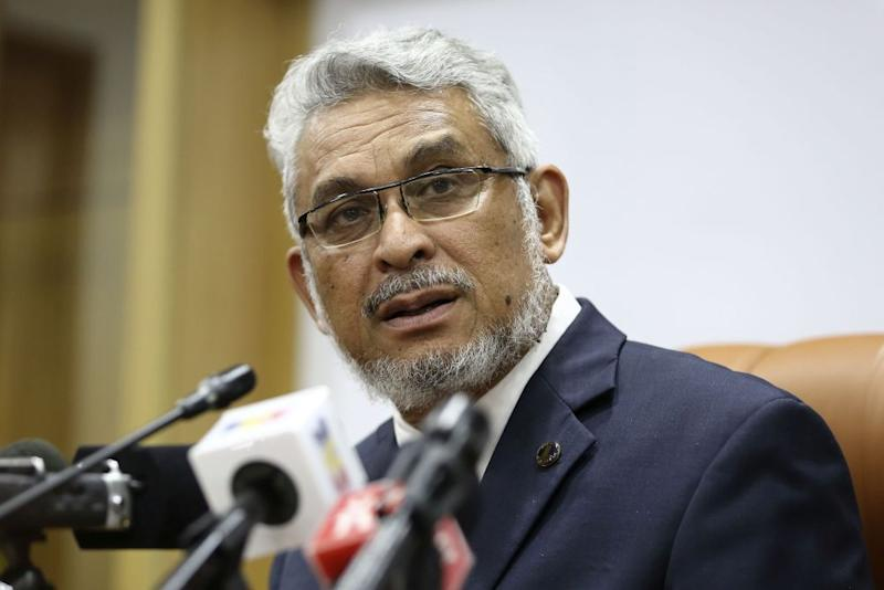 Federal Territories Minister Khalid Abdul Samad speaks during a press conference at the Kuala Lumpur City Hall January 16, 2019. — Picture by Yusof Mat Isa