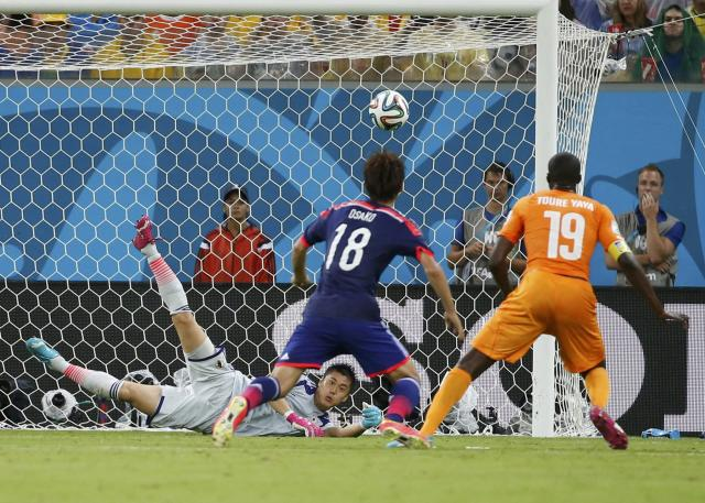 Japan's Eiji Kawashima saves the ball during the 2014 World Cup Group C soccer match between Ivory Coast and Japan at the Pernambuco arena in Recife June 14, 2014. REUTERS/Yves Herman (BRAZIL - Tags: SOCCER SPORT WORLD CUP TPX IMAGES OF THE DAY)