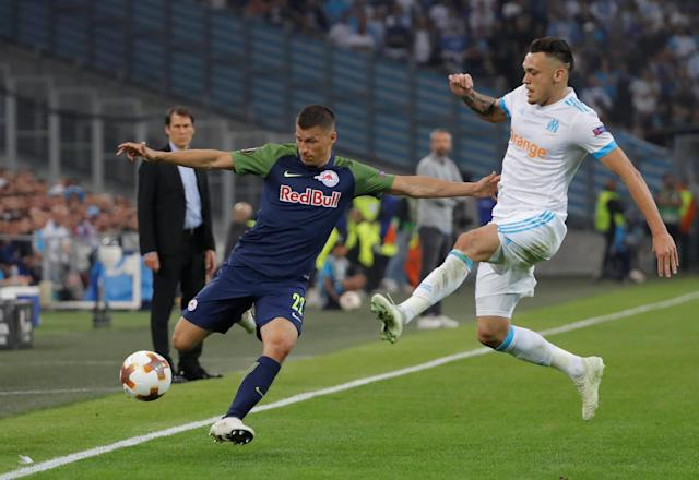 Soccer Football - Europa League Semi Final First Leg - Olympique de Marseille vs RB Salzburg - Orange Velodrome, Marseille, France - April 26, 2018 RB Salzburg's Stefan Lainer in action with Marseille's Lucas Ocampos REUTERS/Eric Gaillard