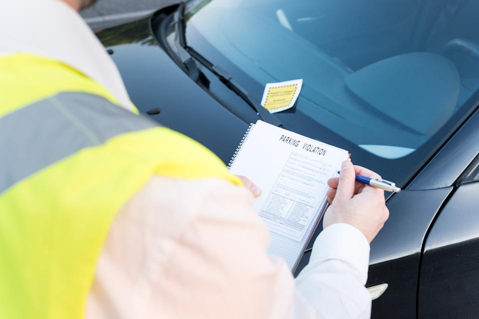 Police officer giving a parking fine. Source: Getty Images