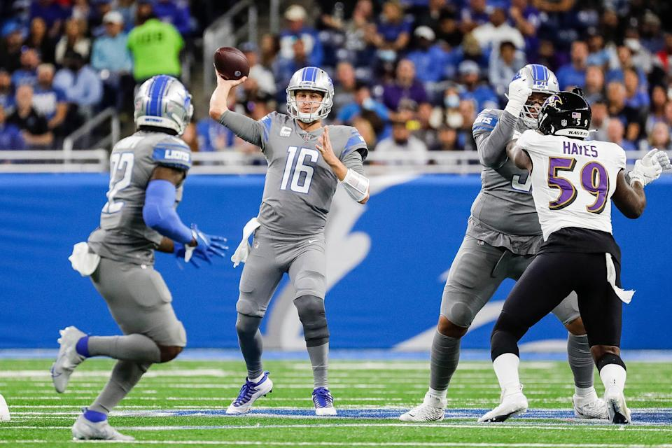 Detroit Lions quarterback Jared Goff passes to running back D'Andre Swift against the Baltimore Ravens during the first half at Ford Field in Detroit on Sunday, Sept. 26, 2021.