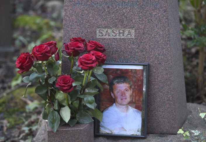 The grave of murdered ex-KGB agent Alexander Litvinenko at Highgate Cemetery in London. (Photo: Toby Melville/Reuters)