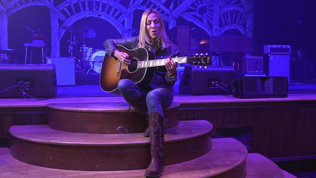 Sheryl Crow performs on the stage of Ryman Auditorium in Nashville. / Credit: CBS News