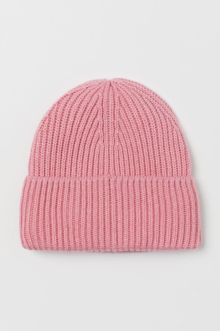 <p>Stay warm and cozy with this <span>H&M Ribbed Hat</span> ($10), that also makes a great gift.</p>