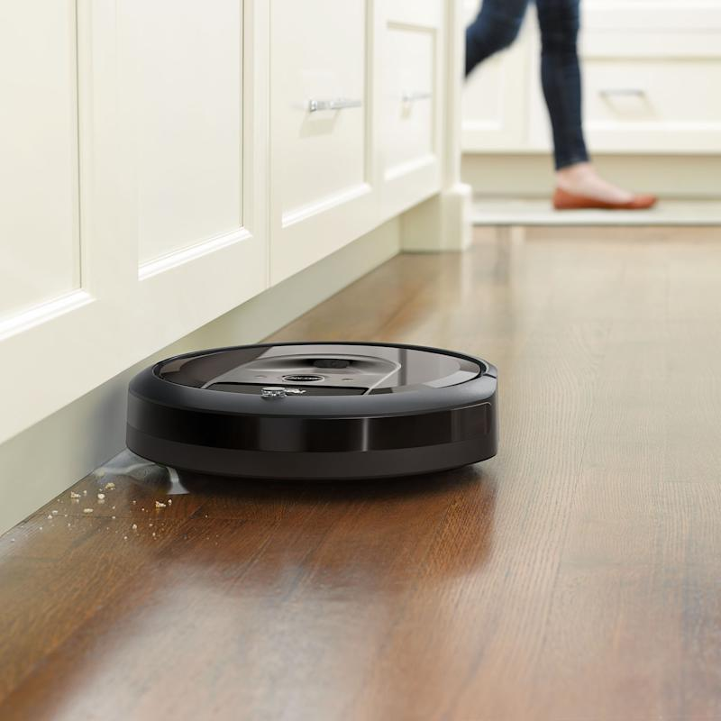 Save $260 on the Robot Roomba i7 (and make your life easier). (Photo: Amazon)