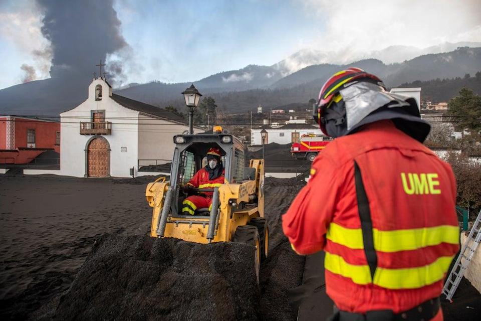 Spain Volcano (Copyright 2021 The Associated Press. All rights reserved)