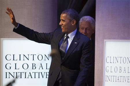 U.S. President Barack Obama (L) and former U.S. President Bill Clinton walk on to the stage during the Clinton Global Initiative 2013 (CGI) in New York September 24, 2013. REUTERS/Carlo Allegri