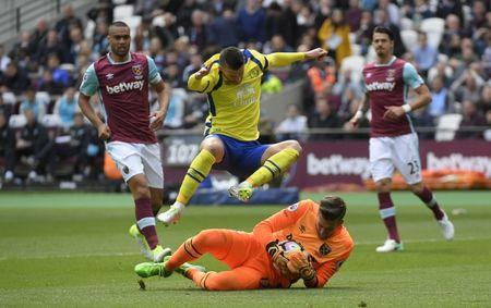 West Ham United's Adrian in action with Everton's Kevin Mirallas