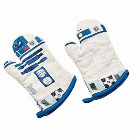 "<p>These <span>Star Wars R2-D2 Oven Mitts</span> ($21) will have people asking, ""What's cookin', good lookin'?""</p>"
