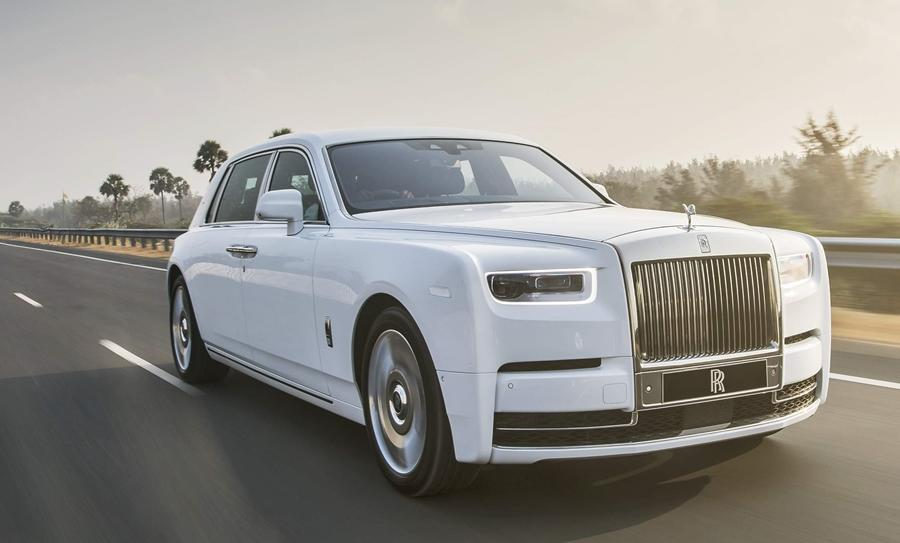 The car in question is the new Rolls-Royce Phantom and it is not just any new Phantom, but the even more extravagant EWB or long wheelbase version. The EWB is almost 20 feet long and is easily the longest and biggest luxury car one can buy.