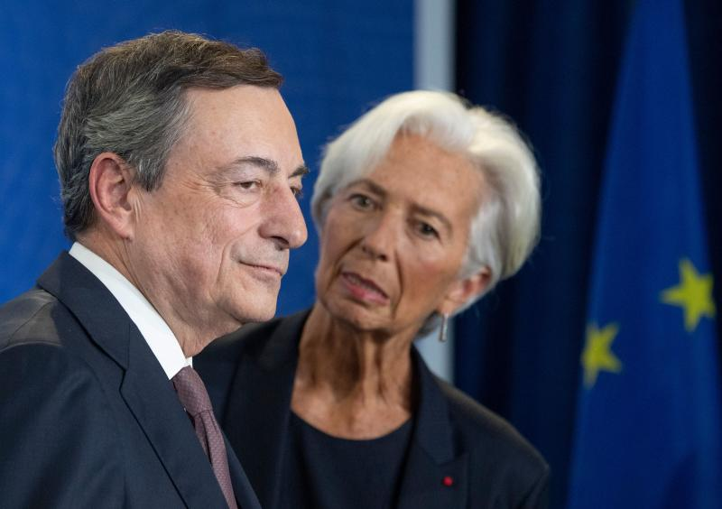 Mario Draghi (L), outgoing President of the European Central Bank (ECB) and his successor Christine Lagarde attend a handing over ceremony Frankfurt am Main, western Germany on October 28, 2019. (Photo by Boris Roessler / POOL / AFP) (Photo by BORIS ROESSLER/POOL/AFP via Getty Images)