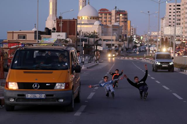 Palestinian boys of Gaza skating Team rollerblade on a street in Gaza City March 8, 2019. Picture taken March 8, 2019. REUTERS/Mohammed Salem