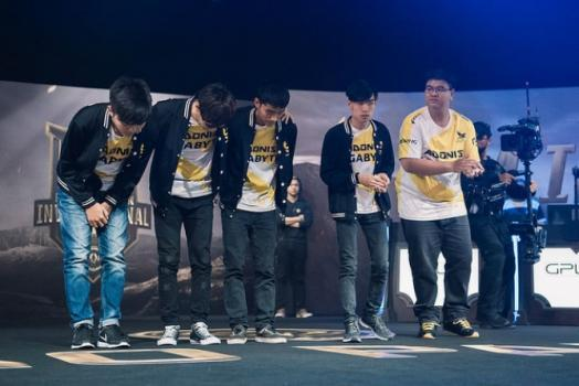 Depois de estarem perdendo por 2 a 0, de virada a TSM consegue se classificar para a próxima fase do Mid-Season Invitational de League of Legends