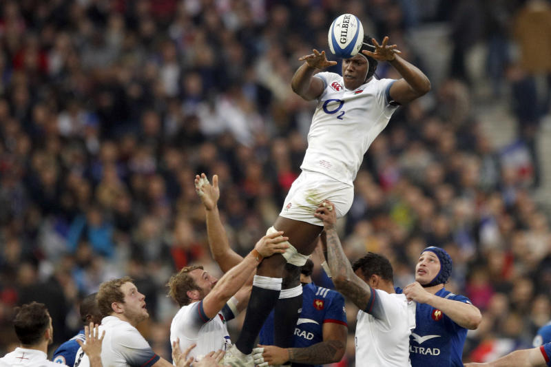 England's Maro Itoje grabs the ball in the lineout during the Six Nations rugby union match between France and England at the Stade de France stadium in Saint-Denis, north of Paris, Saturday, March 10, 2018. (AP Photo/Francois Mori)