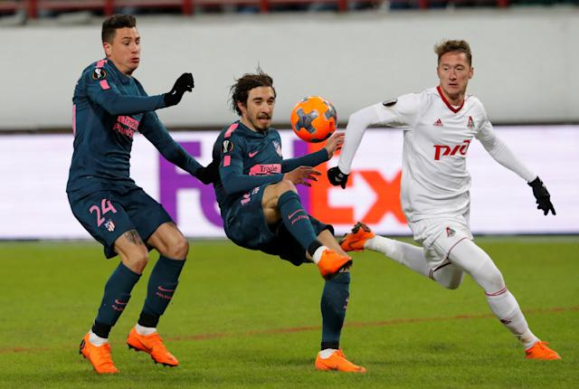 Soccer Football - Europa League Round of 16 Second Leg - Lokomotiv Moscow vs Atletico Madrid - RZD Arena, Moscow, Russia - March 15, 2018 Atletico Madrid's Sime Vrsaljko and Jose Gimenez in action with Lokomotiv Moscow's Anton Miranchuk REUTERS/Sergei Karpukhin