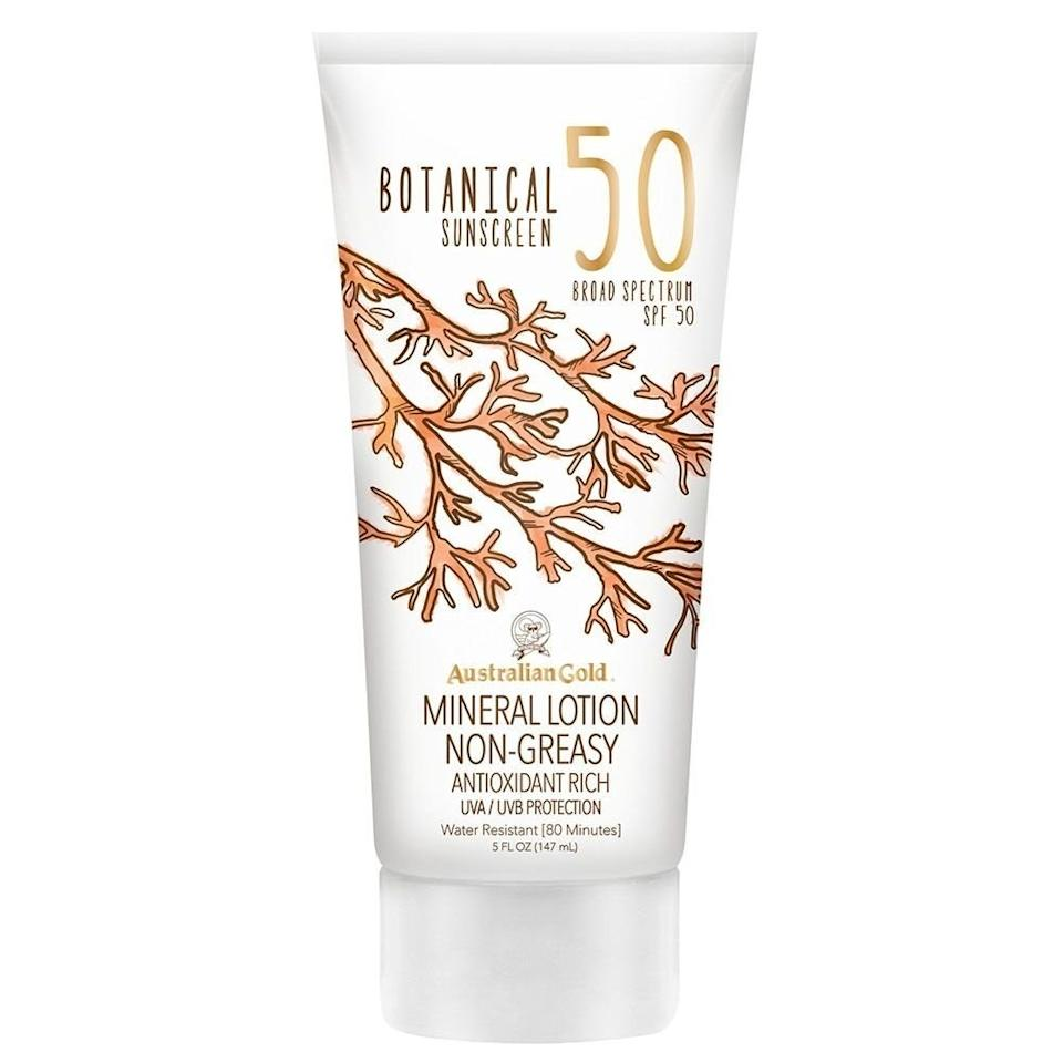 <p>This sunscreen has zinc oxide and titanium oxide for maximum mineral protection, and it doesn't leave the skin with a chalky cast after application. It rubs in for invisible protection against UVA and UVB rays.</p>