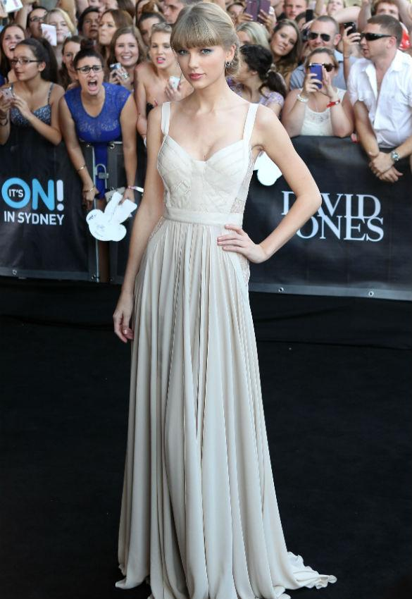 Taylor Swift Channels Grace Kelly In Angelic Elie Saab Gown At ARIA Awards