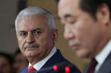 Turkey's Prime Minister Binali Yildirim (L) and South Korean Prime Minister Lee Nak-yon address a press conference following a meeting at the government complex in Seoul, South Korea, Wednesday, December 6, 2017. REUTERS/Lee Jin-man/Pool/Files