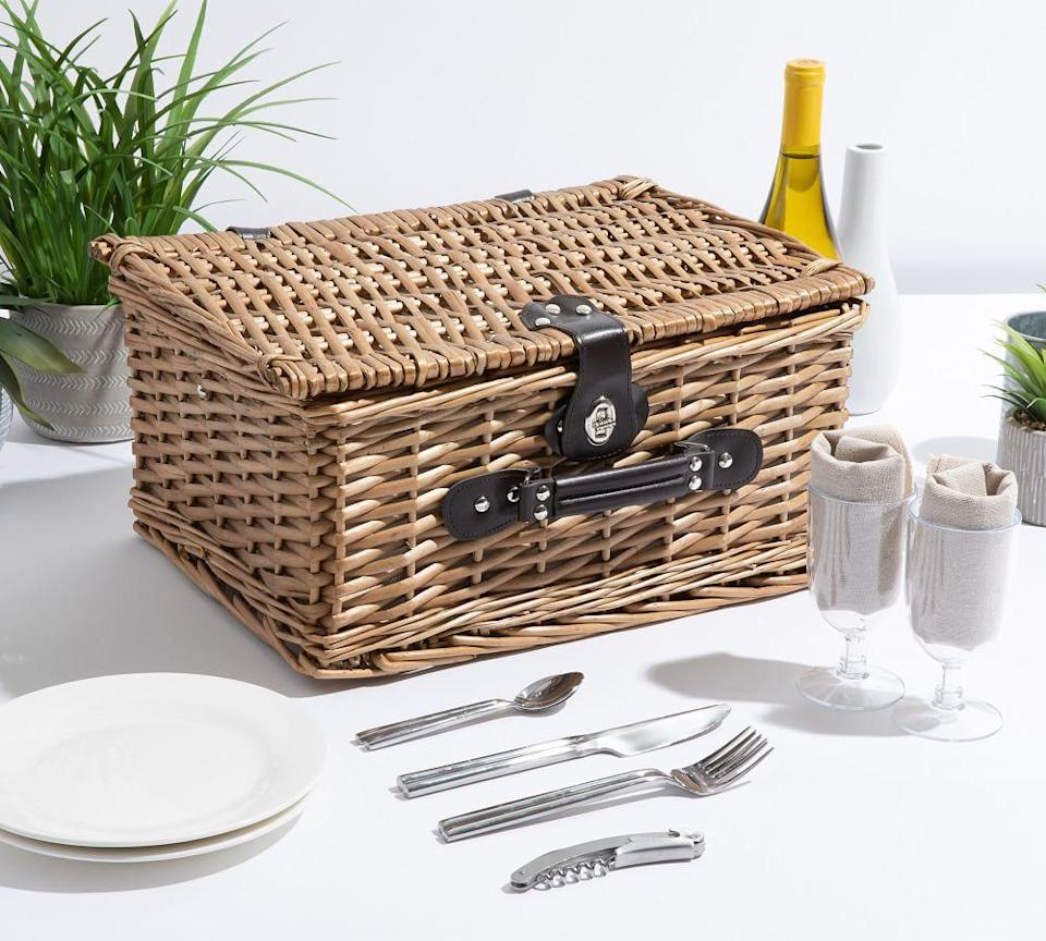 classic woven picnic basket, best wedding gifts