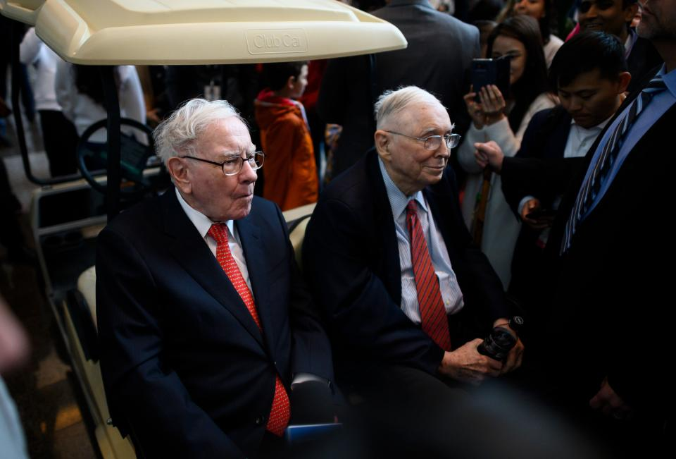 Warren Buffett (L), CEO of Berkshire Hathaway, and vice chairman Charlie Munger attend the 2019 annual shareholders meeting in Omaha, Nebraska, May 3, 2019. (Photo by Johannes EISELE / AFP)        (Photo credit should read JOHANNES EISELE/AFP via Getty Images)