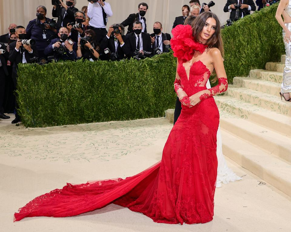 """<h1 class=""""title"""">Emily Ratajkowski, The 2021 Met Gala Celebrating In America: A Lexicon Of Fashion - Arrivals</h1><cite class=""""credit"""">Getty</cite>"""