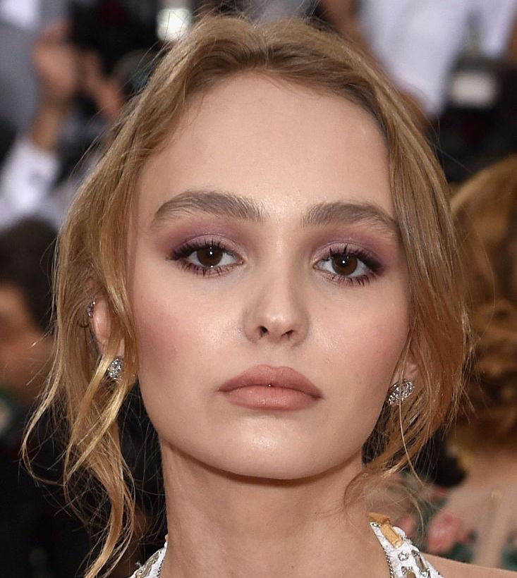 lily rose depp has the perfect response to all the fans who keep telling her to smile. Black Bedroom Furniture Sets. Home Design Ideas