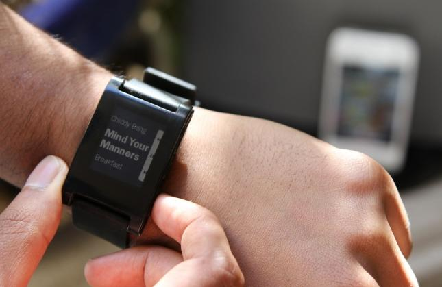 Pebble smartwatch raises a record $3.6 million through Kickstarter [video]