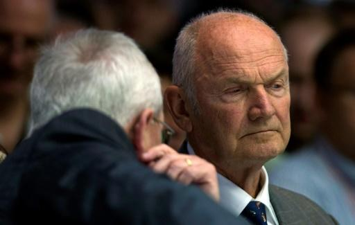 Former VW patriarch Piech sells 'most of his shares'
