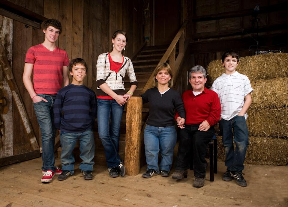 """(L-R) Roloff family, left to right: Jeremy, Zach, Molly, Amy, Matt and Jacob star in the television series """"Little People Big World."""""""