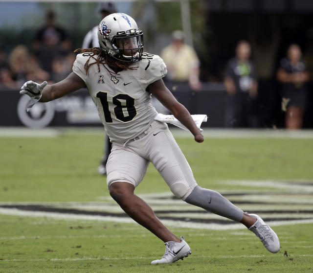"FILE – In this Nov. 11, 2017, file photo, Central Florida linebacker <a class=""link rapid-noclick-resp"" href=""/ncaaf/players/228732/"" data-ylk=""slk:Shaquem Griffin"">Shaquem Griffin</a> defends against Connecticut during the first half of an NCAA college football game in Orlando, Fla. The American Athletic Conference defensive player of the year in 2016, Griffin has not made quite as many impact plays this season, but he is still among the best players in the conference. (AP Photo/John Raoux, File)"