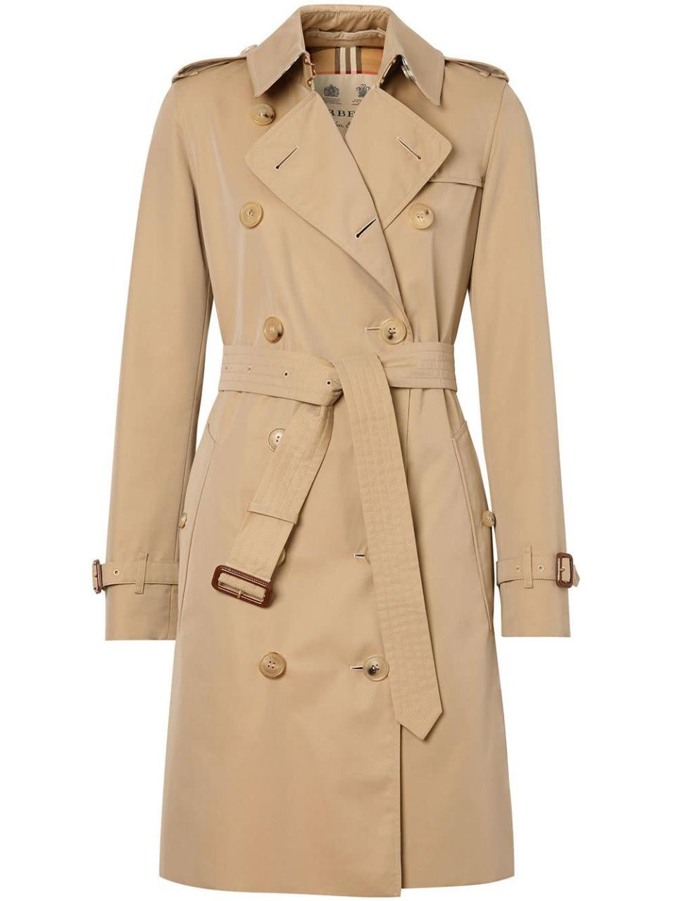 "<p><strong>Burberry</strong></p><p>farfetch.com</p><p><strong>$1990.00</strong></p><p><a href=""https://go.redirectingat.com?id=74968X1596630&url=https%3A%2F%2Fwww.farfetch.com%2Fshopping%2Fwomen%2Fburberry-the-kensington-heritage-trench-coat-item-15166129.aspx&sref=https%3A%2F%2Fwww.marieclaire.com%2Ffashion%2Fg35178951%2Fminimalist-wardrobe-steps%2F"" rel=""nofollow noopener"" target=""_blank"" data-ylk=""slk:SHOP IT"" class=""link rapid-noclick-resp"">SHOP IT</a></p><p>A classic Burberry trench is worth the splurge. Buy it once and you'll wear it forever. </p>"