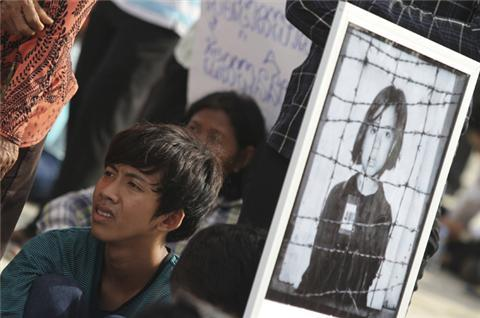 Cambodians protest over Khmer Rouge denial